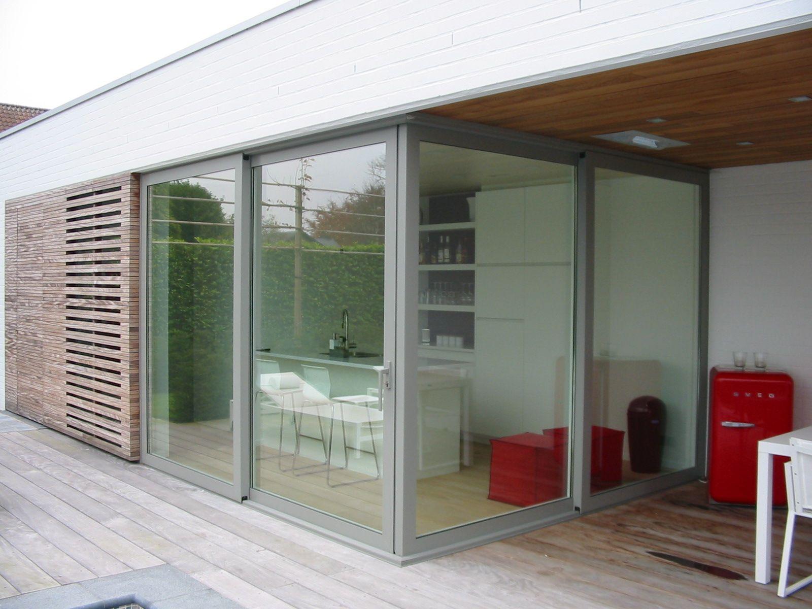 schuifraam waarvan de schuivende delen in hoek sluiten. Black Bedroom Furniture Sets. Home Design Ideas