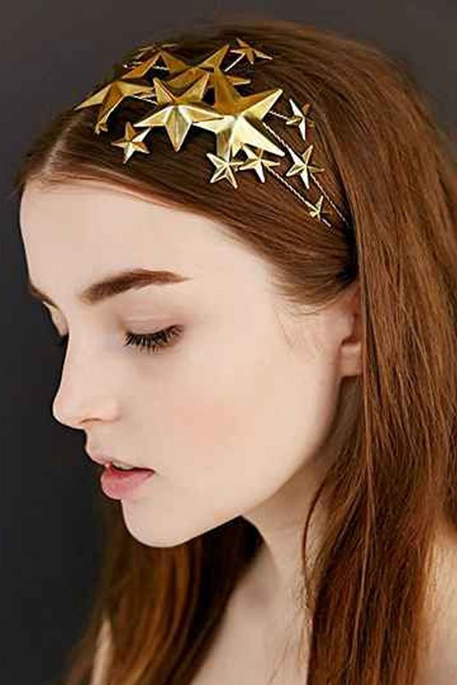 9 Holiday Hair Styles with Star Accessories #holidayhair