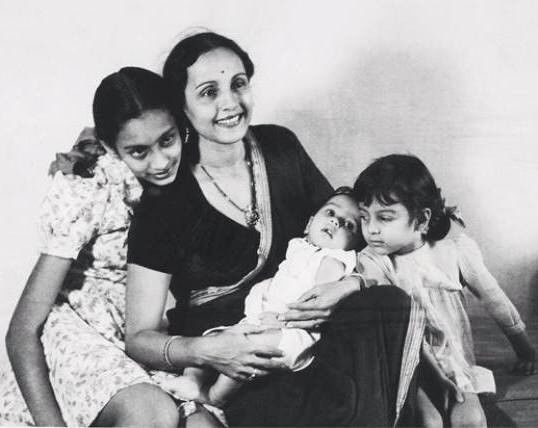nutan and tanuja with mother and brother old world charm