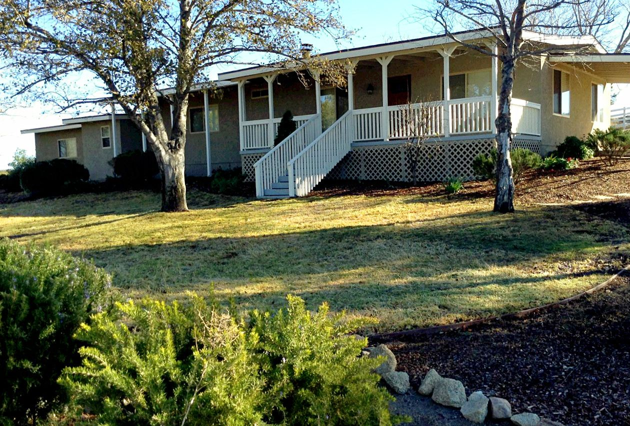 Charming Boulevard Ranch House With 2 Bedrooms, 2