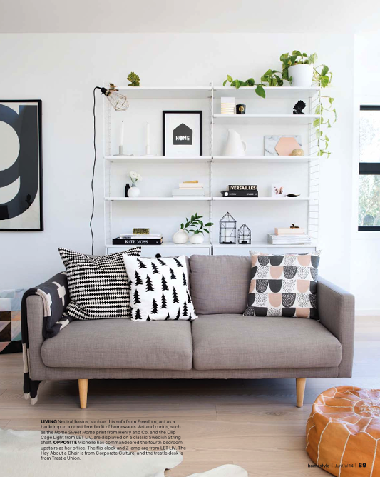 OHM: Beautiful home with lovely natural light - reolløsning fungerer godt bag sofaen!