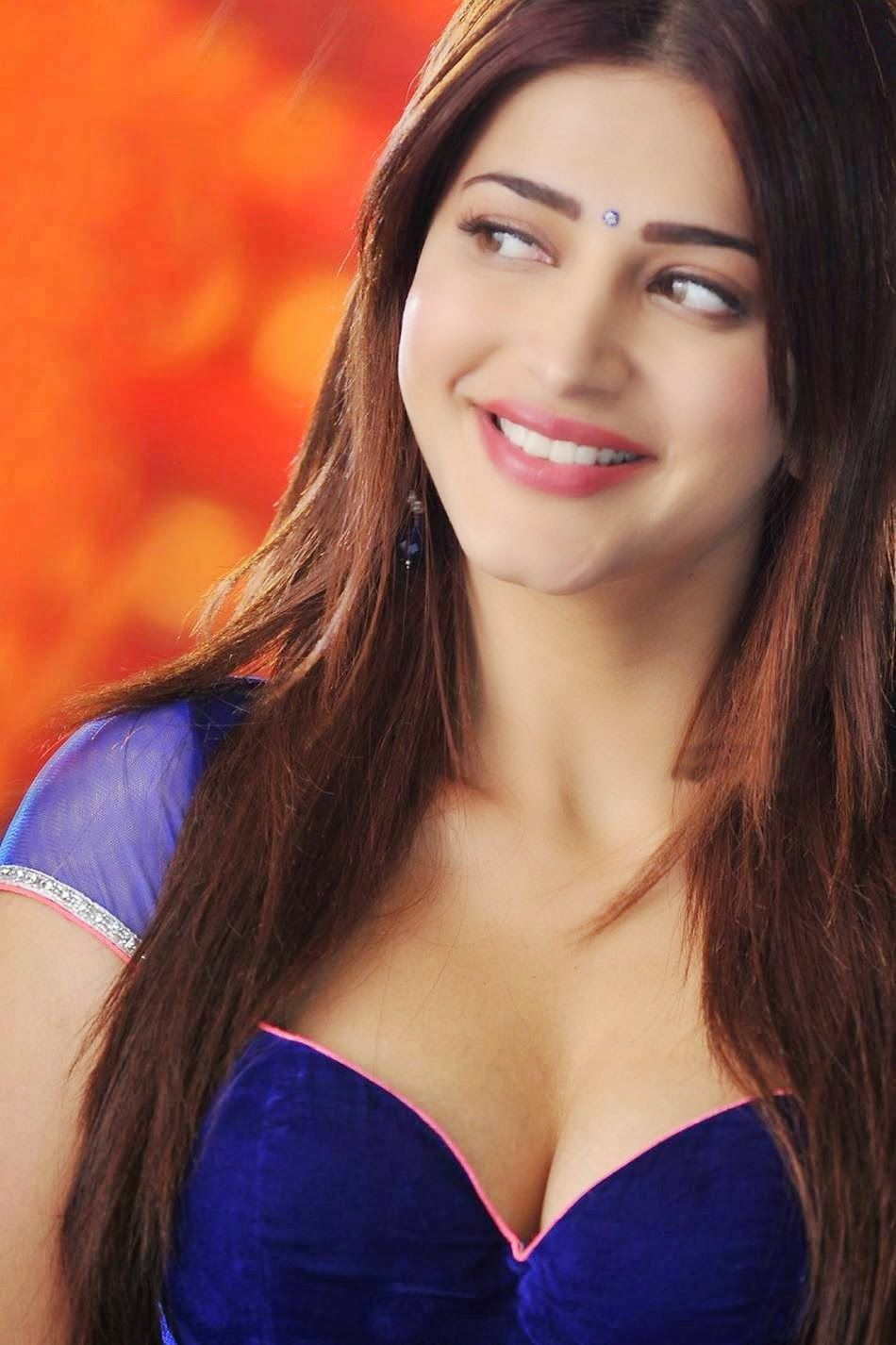 Shruti Hassan Sexiest Cleavage and Navel Show Ever In \'Pimple ...