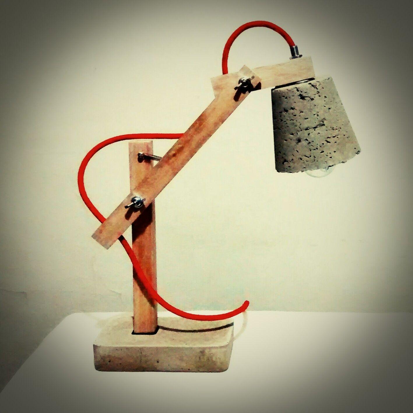 Lampara De Escritorio Con Brazo Regulable En Madera Base De  # Muebles Cemento Liviano