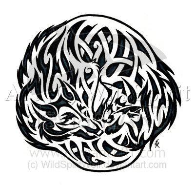 tatouage de loup rond grav sur la peau tatouage loup. Black Bedroom Furniture Sets. Home Design Ideas