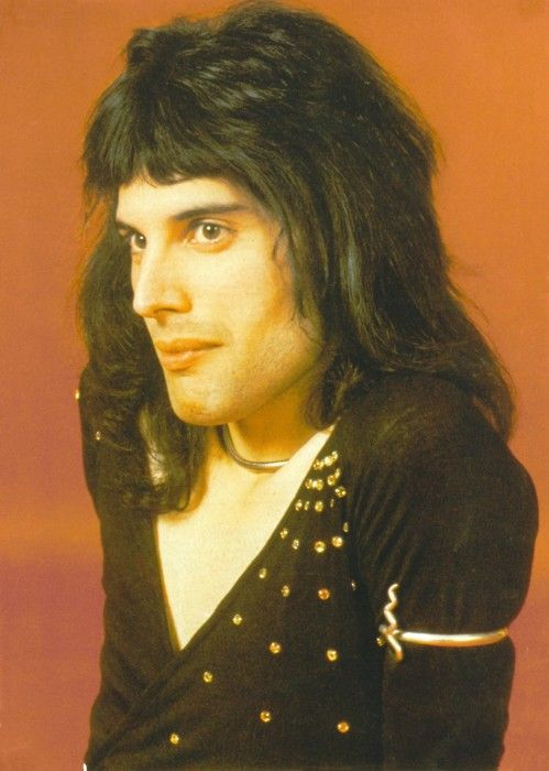 Let's all just take a moment and soak in #Freddie #Mercury's beauty. More #music pics at www.freecomputerdesktopwallpaper.com/wmusic.shtml