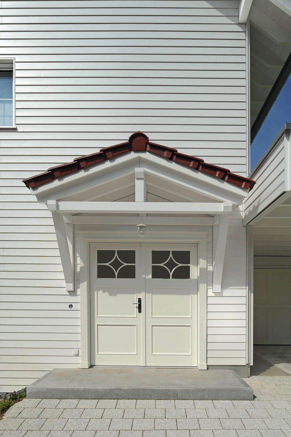 Amerikanisches Landhaus hauseingang überdacht im landhausstil - architektur detail