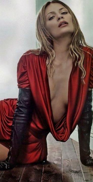 Фемдом леди в красном — photo 10