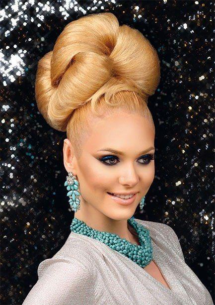 chignon fait avec de grosses mèches superposée (avec images) | Styles de coiffures, Chignon ...