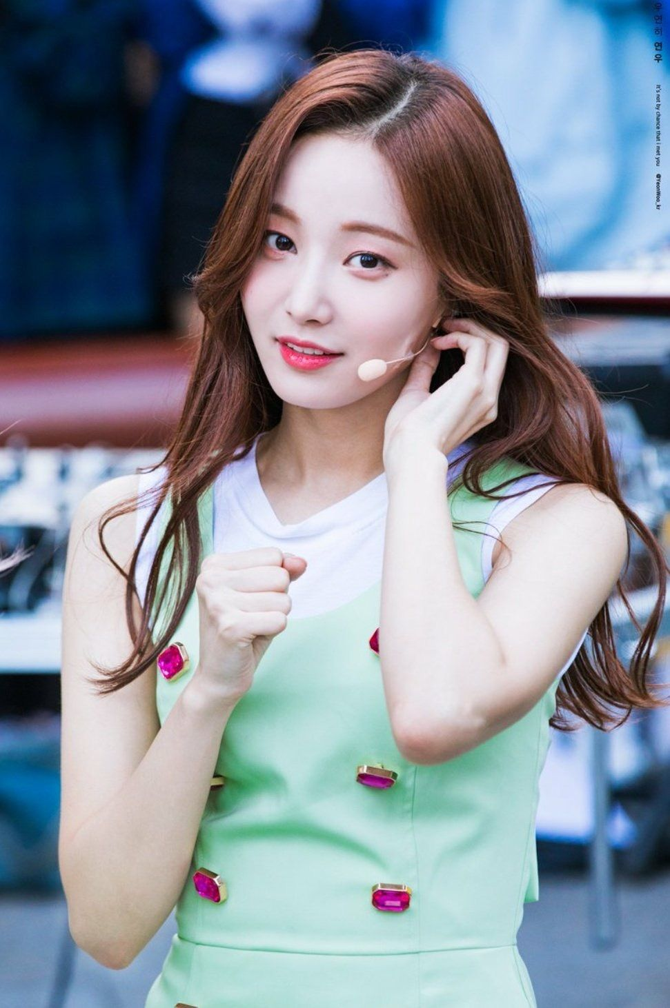 Pin by 𝕂𝕀𝕄 𝕋𝔸𝔼𝕄𝕀ℕ on MOMOLAND Yeonwoo in 2019 Cute
