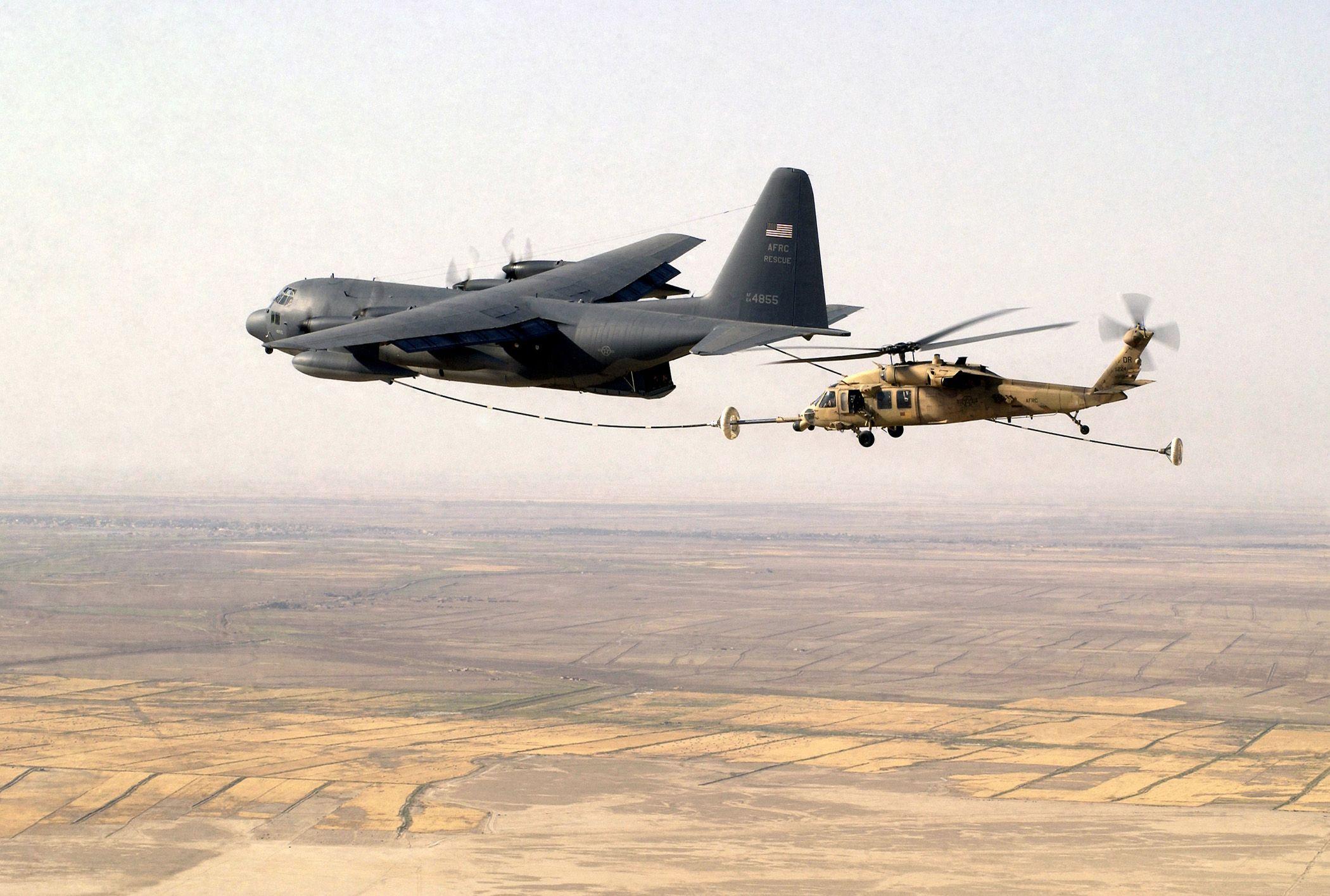 Resultado de imagen de kc-130 rrefueling  black hawk