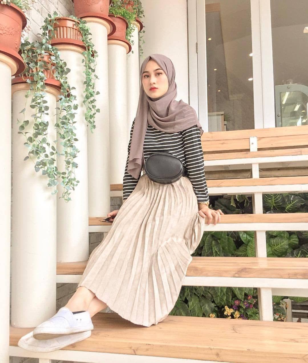 OOTDINDO , LOOKBOOKINDO on Instagram \u201cChic Hijab OOTD by @salwafebi\u201d