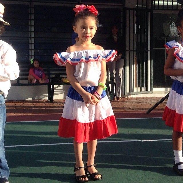 Marien En Su Colegio Con El Vestido Tipico De Rep Dominicana