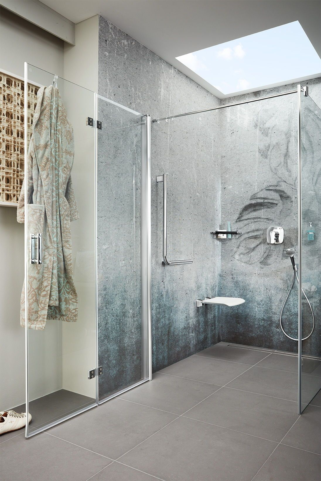 Auch Barrierefreie Badezimmer Mit Sitzmoglichkeit Konnen Peppig Frisch Aussehen Lass Dich Jetzt Zu Deinem Ne Badezimmer Umgestalten Badezimmerideen Badezimmer