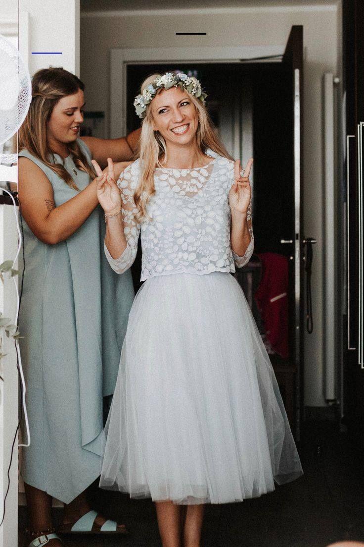 Kurzes Brautkleid mit Tüllrock und Spitzentop in Blau - # ...