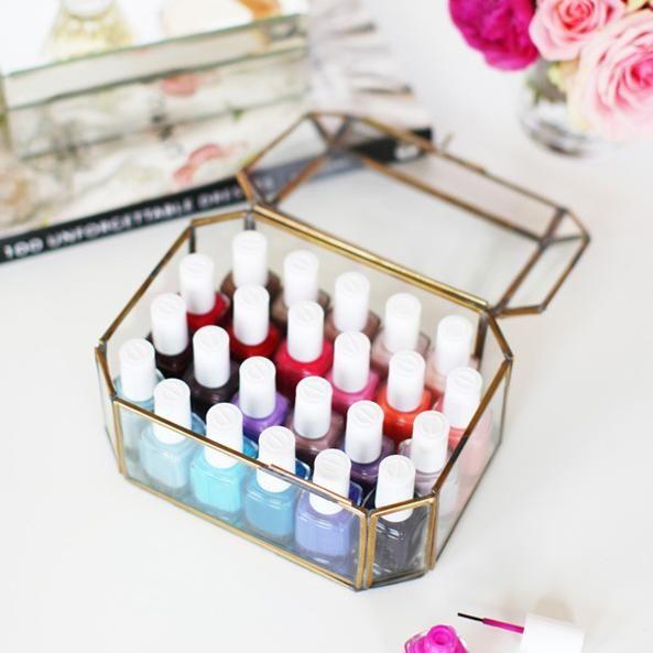 10 Idees Fabuleuses Pour Organiser Ta Collection De Vernis A Ongles Rangement Vernis Boite De Maquillage Boite A Vernis