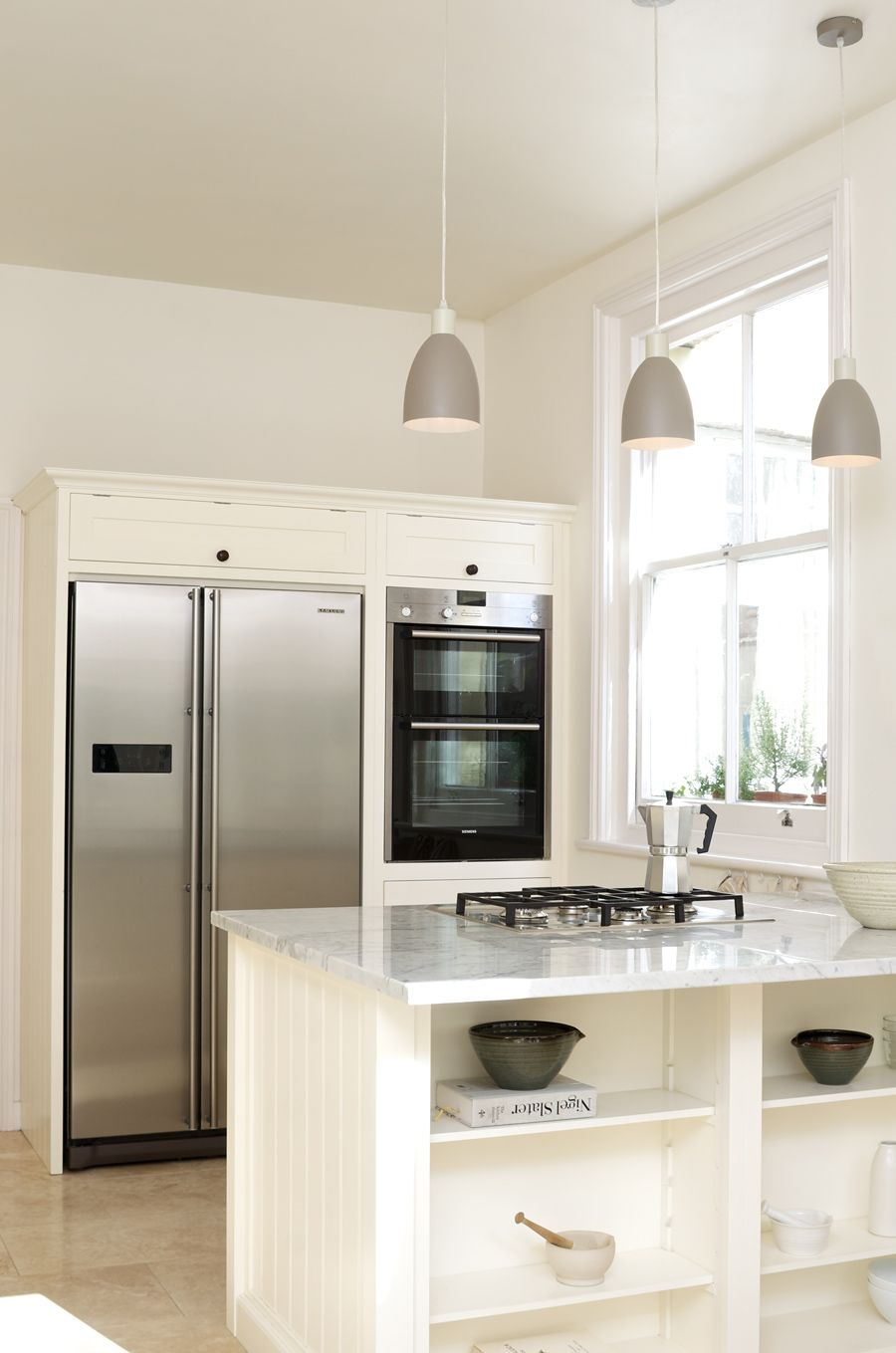 Lovely pendant lamps and a Smeg gas hob in deVOL\'s Real Shaker ...