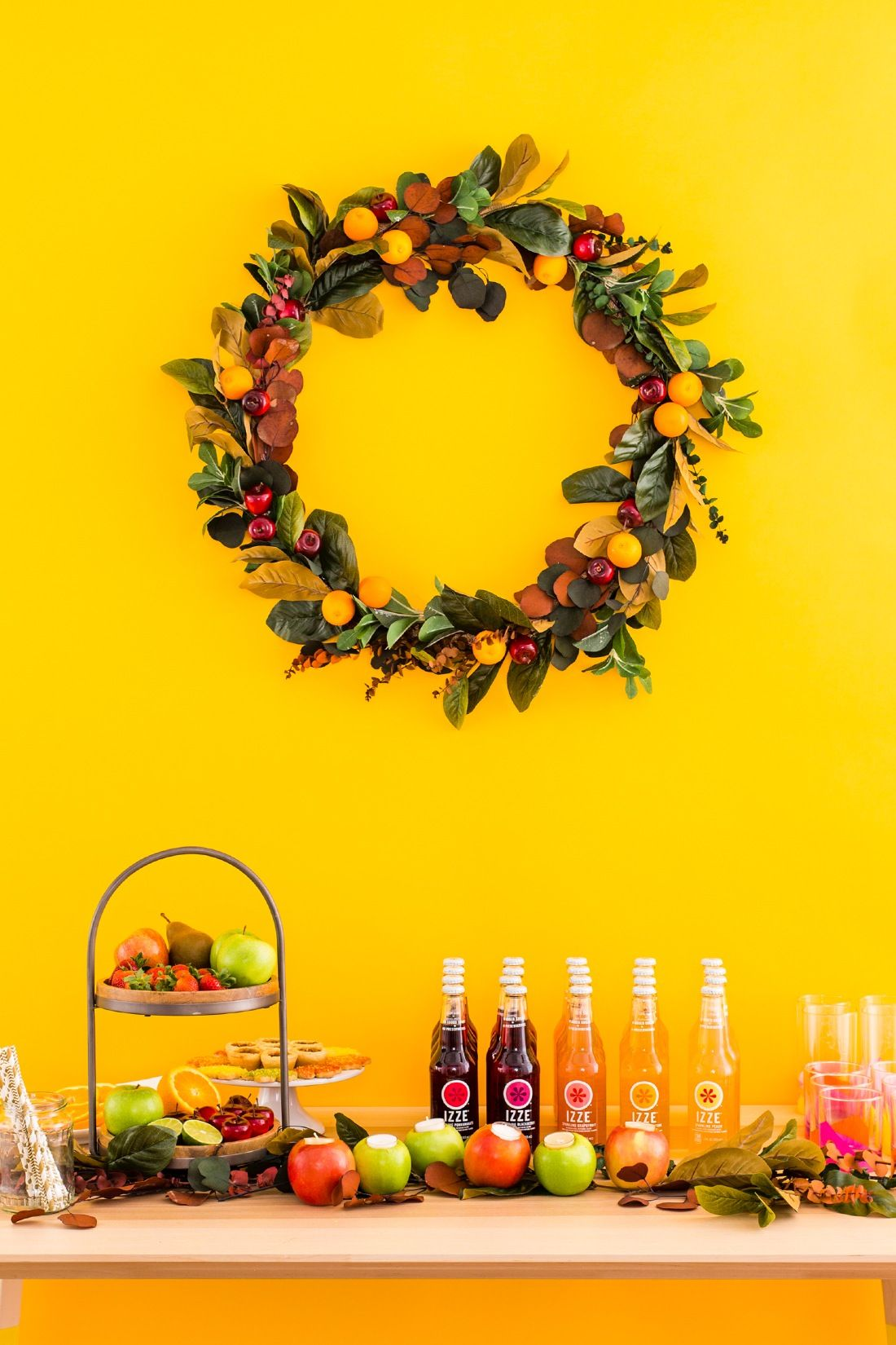 Amp up your Friendsgiving dinner plans with a step-by-step DIY for an Autumnal Wreath made with clementines, apples + autumnal branches. #partner