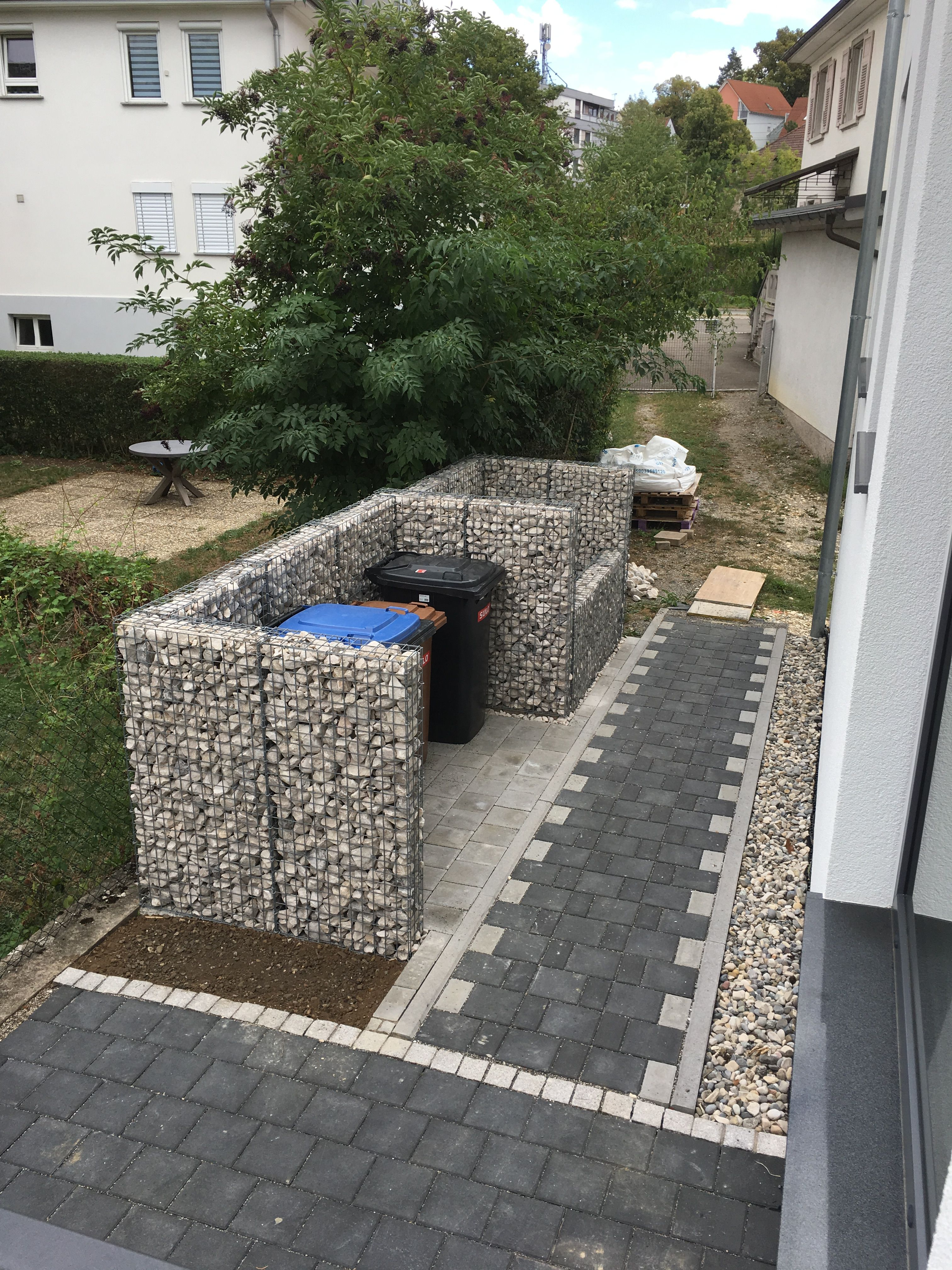 Gabionen Mauer Als Sichtschutz Fur Die Mulltonnen Zugleich Noch