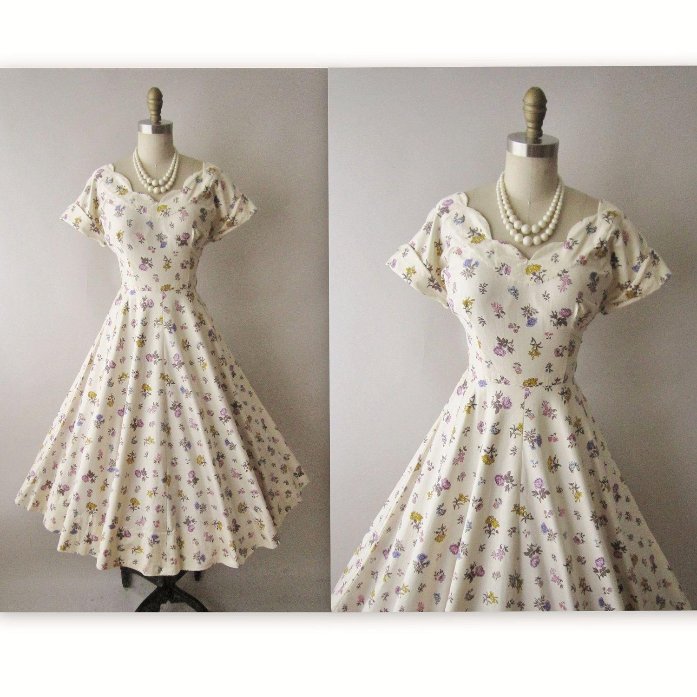 50 S Floral Dress Vintage 1950 S Floral Print Etsy Floral Dress Vintage 1950s Vintage Floral Dress Dresses [ 1500 x 1500 Pixel ]