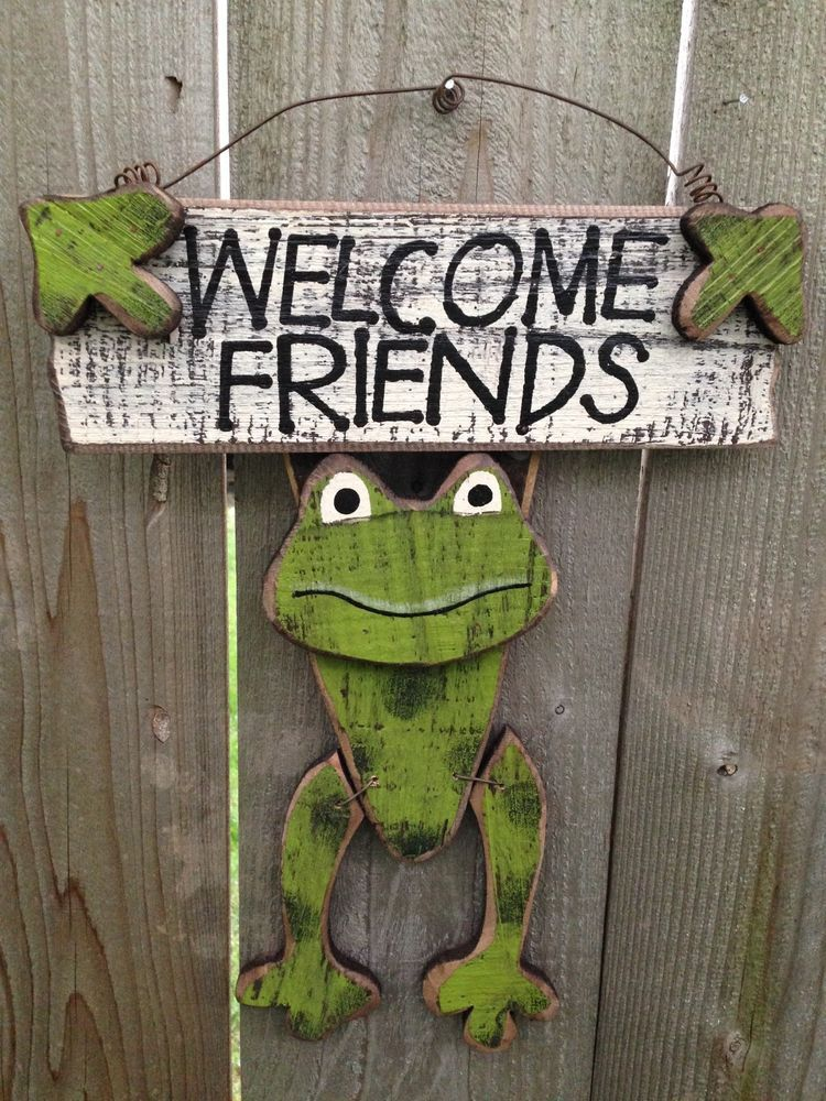 FROGWooden Welcome SIGNWELCOME FRIENDSGreenOUTDOOR INDOOR Decor