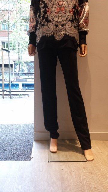 Pantalones ajustados de Anna Mora con ribete de polipiel en los laterales.
