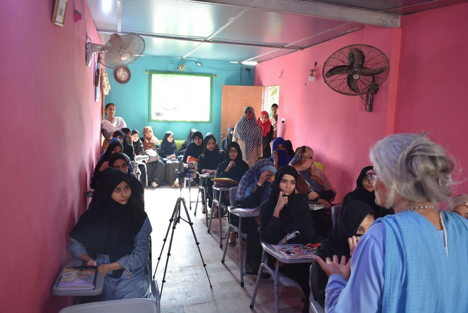 """on """"Humanitarian Reporting"""" Lyari's Girls Cafe"""