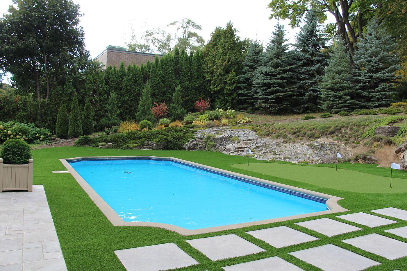Gazon synthetique autour de la piscine, Westmount, Montreal ...