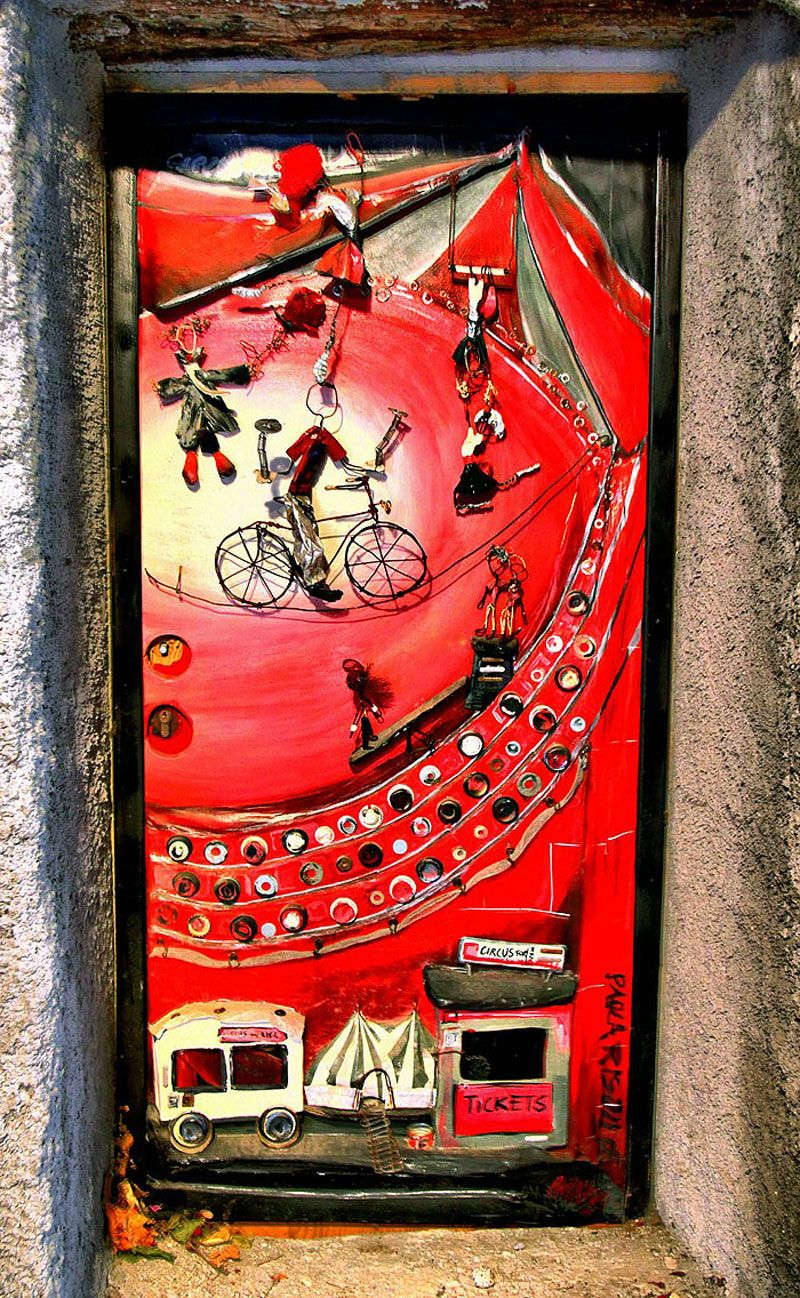 Valloriaitaly art is splashed all over the village doors in