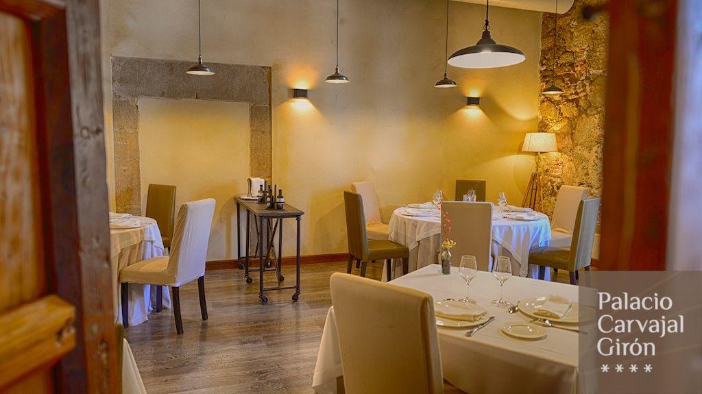 Un restaurante, el del Hotel Palacio Carvajal Girón para degustar los sabores de Extremadura con tapas extraordinarias y platos únicos en un espacio con mucho encanto.