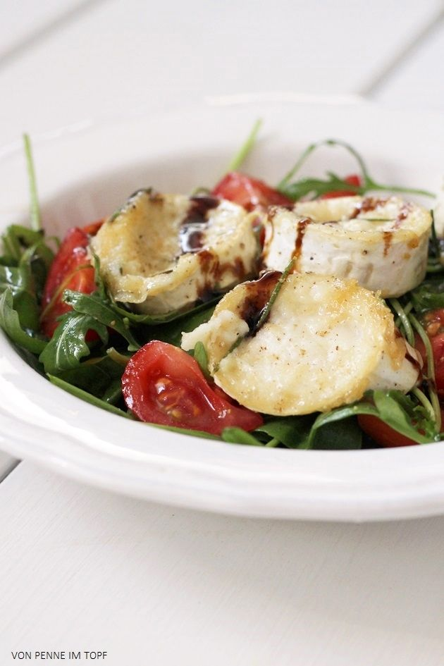Penne im Topf: Rucola-Salat mit gebackenem Ziegenkäse