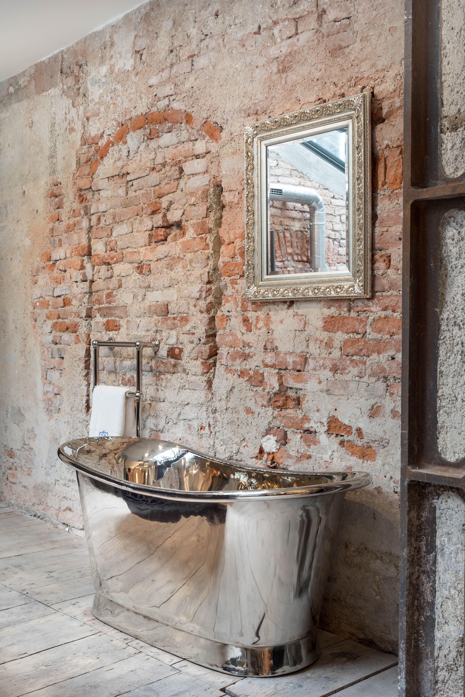 Setzen Sie Glanzende Akzente In Ihrem Traumbad Diese Freistehende Kupferbadewanne Vernickelt Steht Absolut Im Rampenl Badewanne Traditionelle Bader Traumbad