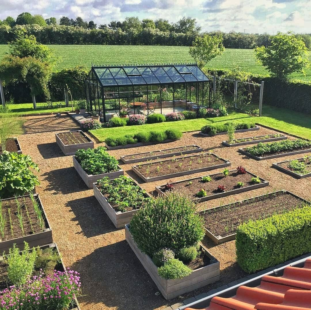 This Garden Is One Of The Best Looking Gardens I Have Ever Seen It Has Everything That Garden N Vegetable Garden Design Vegetable Garden Planner Garden Layout