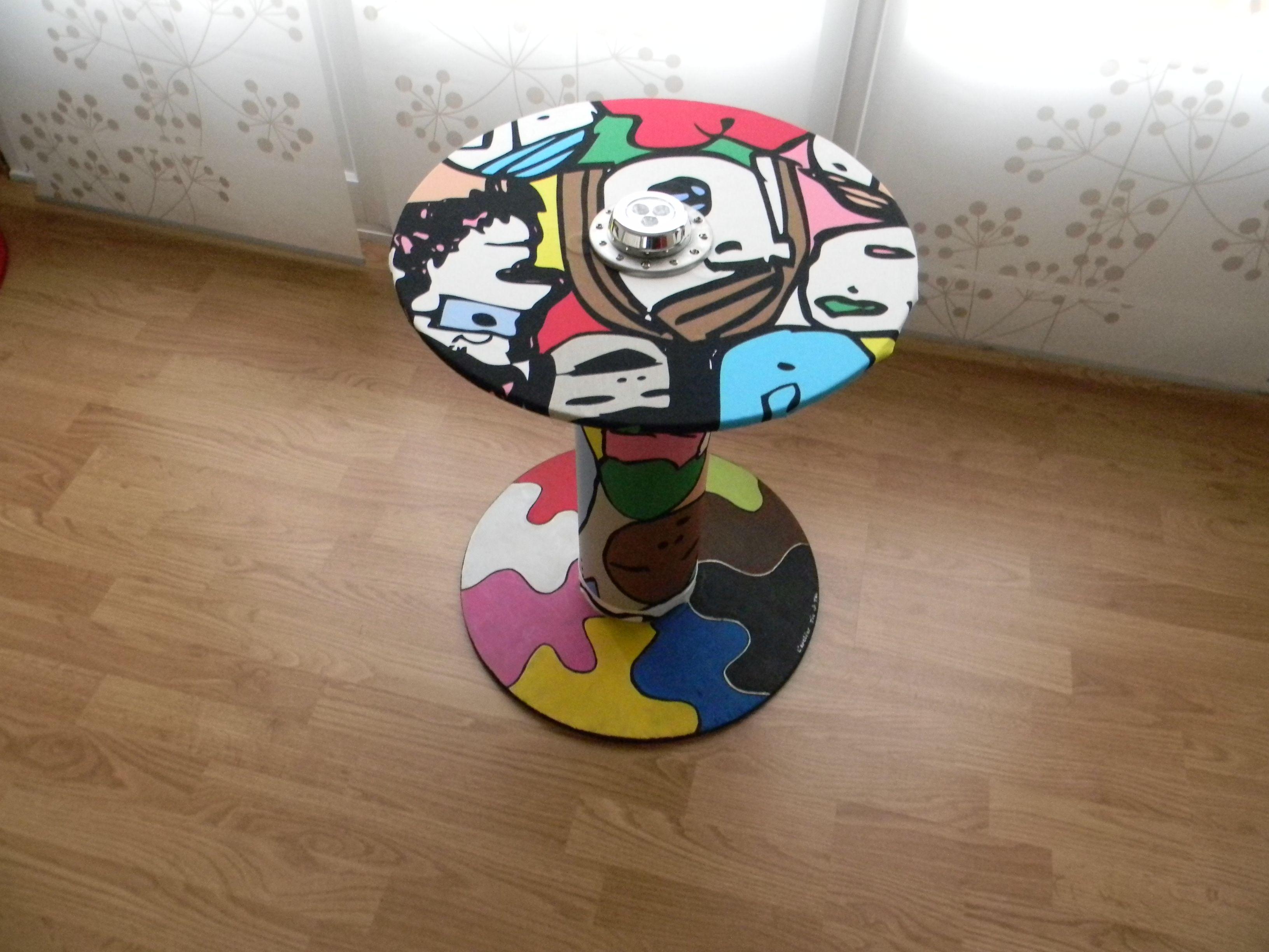 table faite a partir d un touret bois recouvert par du tissus et peinture acrylique th me style. Black Bedroom Furniture Sets. Home Design Ideas