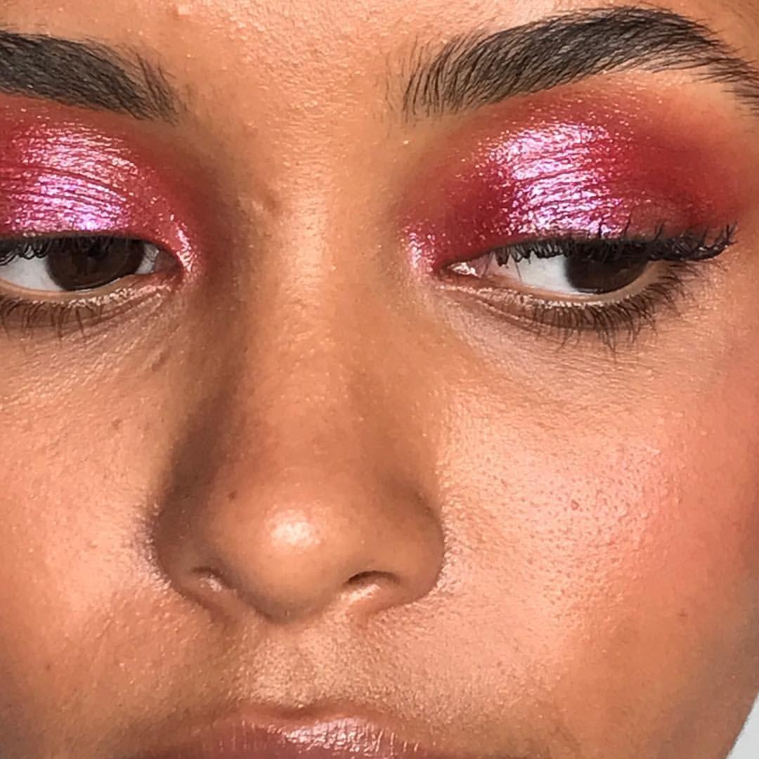"1,967 Me gusta, 5 comentarios - @annesophiecosta en Instagram: ""〰 Saturday night feels! #makeupbyme #maccosmetics #milkmakeup #limecrime #glossier #makeup #beauty"""