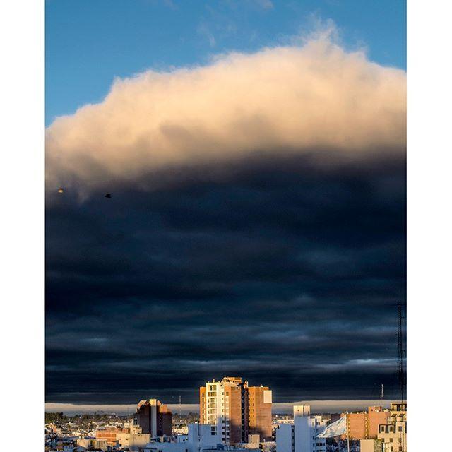 Se avecinan las tempestades:zap::cloud: #storm #tormenta #city #ciudad #sunset #atardecer #nublado #cloudy #azul #blue