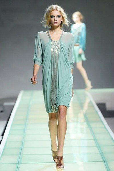 See the complete Alberta Ferretti Spring 2008 Ready-to-Wear collection.