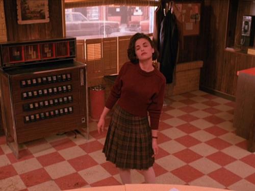 Damn Good Style: A 'Twin Peaks' Costume Retrospective – Observer