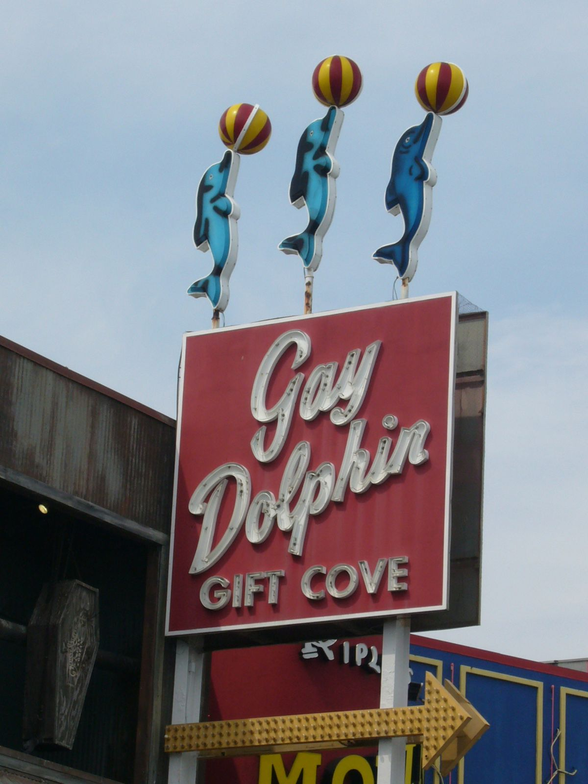 Every Time I Am At Myrtle Beach I Try To Stop Here Lots Of Interesting Stuff For Pretty Cheap Old Neon Signs Vintage Neon Signs Retro Sign
