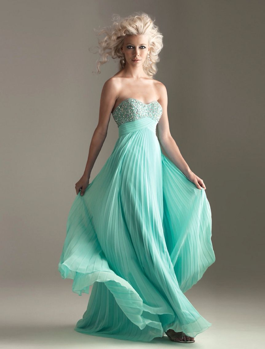 Mint greenish blue sweet heart neak line. The dress is very flowey ...
