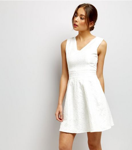 051f8947b8f Mela White Floral Embossed V Neck Dress