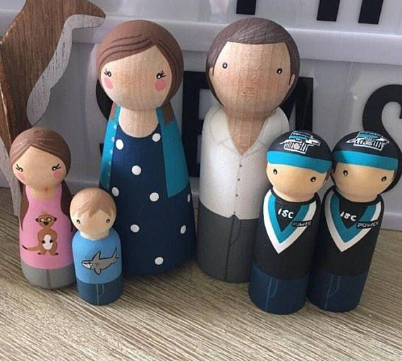 Custom peg doll family of 6 // 2 parents // 4 kids/pets // personalized peg dolls // doll house // custom family portrait // wooden dolls