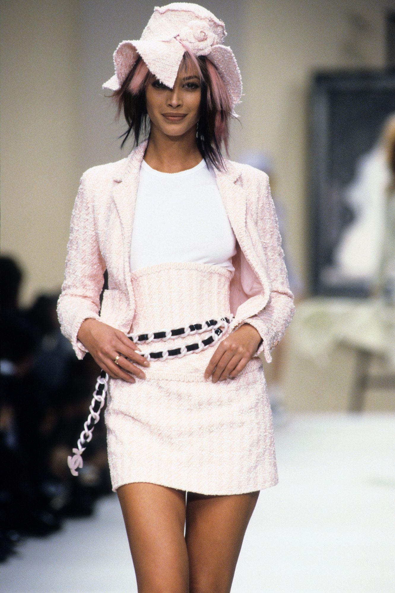 56337345a7 Chanel Spring 1994 Ready-to-Wear Fashion Show