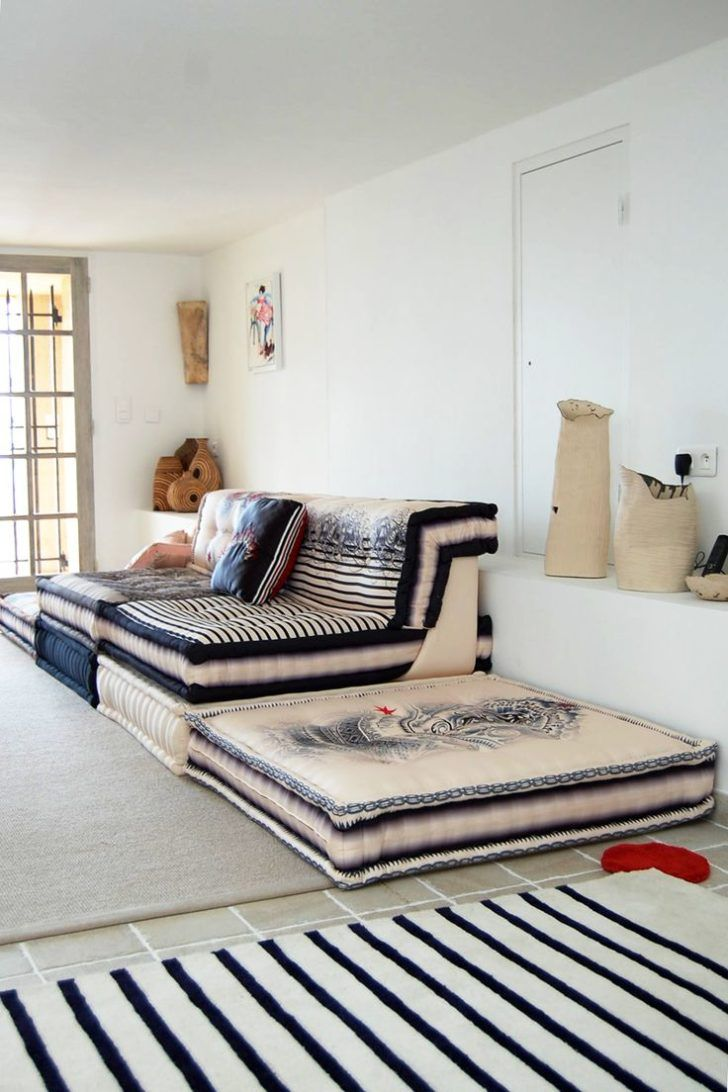Designing Comfortable Hangout Room For Teenage. Pleasant Hangout Room For  Teenage With Big Sofa Bed With Smooth Material And Square Smooth Bed And  Stripes ...
