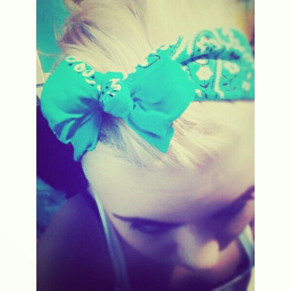 1 bandana from Walmart! Tie it around your head then tuck in the corners  to make a bow!  cute  cheap  hair  blue  country  girly 998e65a8dd5