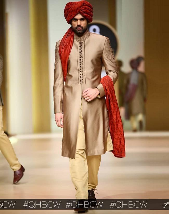 31 Best Pakistani Groom Sherwani Designs For Wedding Looksgud In Sherwani Indian Men Fashion Sherwani Groom