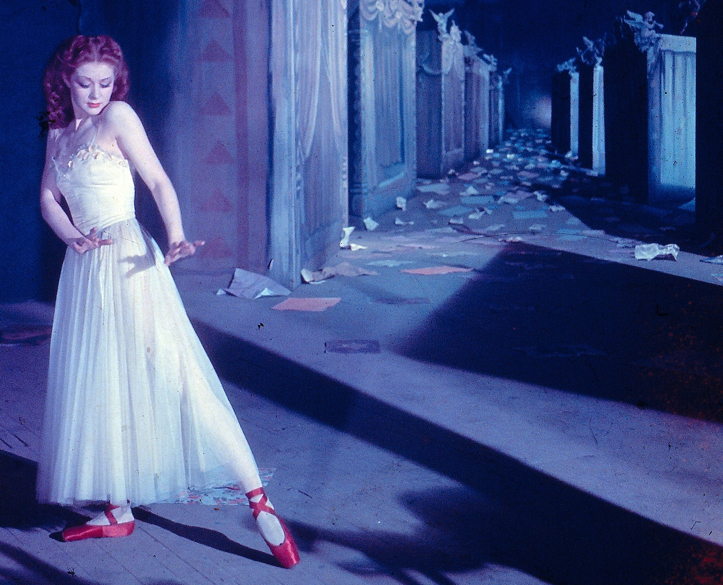 The Red Shoes (UK 1948) | Ballet, Facebook and Natalie portman