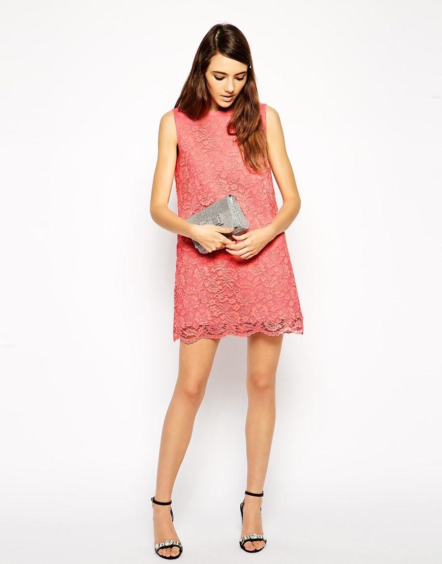 Petite robe rose en dentelle