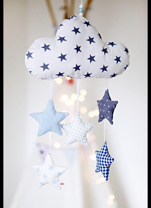 Photo of Liebevoll handgearbeitetes Mobile mit einer Wolke und fünf Sternen. Die Wolke u…
