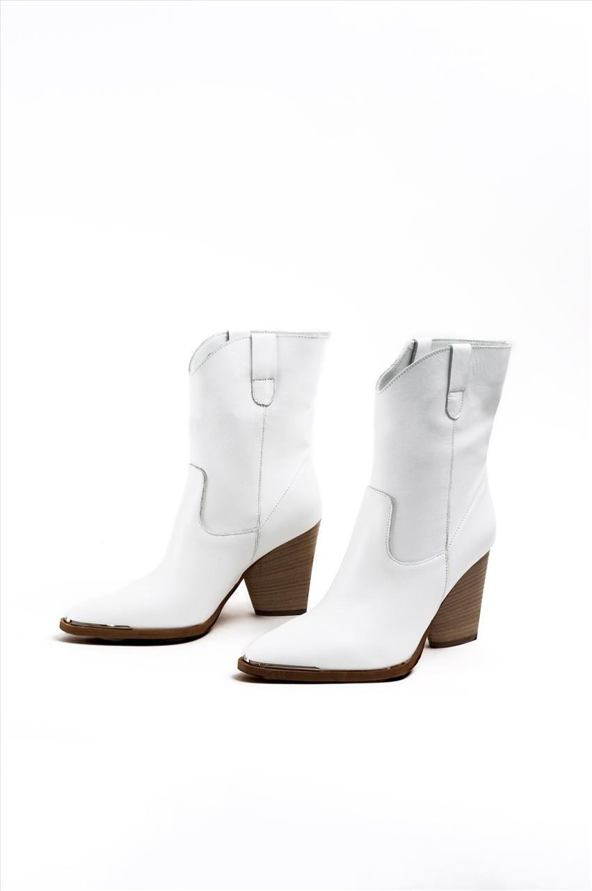 a04bf3e58a Γυναικεία δερμάτινα μποτάκια της εταιρείας Sante. Διαθέτουν αντιολισθητική  σόλα για σταθερό περπάτημα. Μια ιδιαίτερη