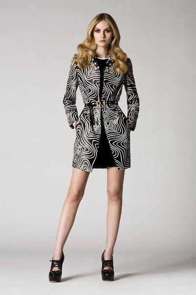Versace Pre-Fall 2009 Collection Photos - Vogue